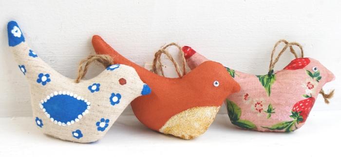 ideas de manualidades con material reciclado, muñecas DIY de telas recicladas, ideas para decorar la casa