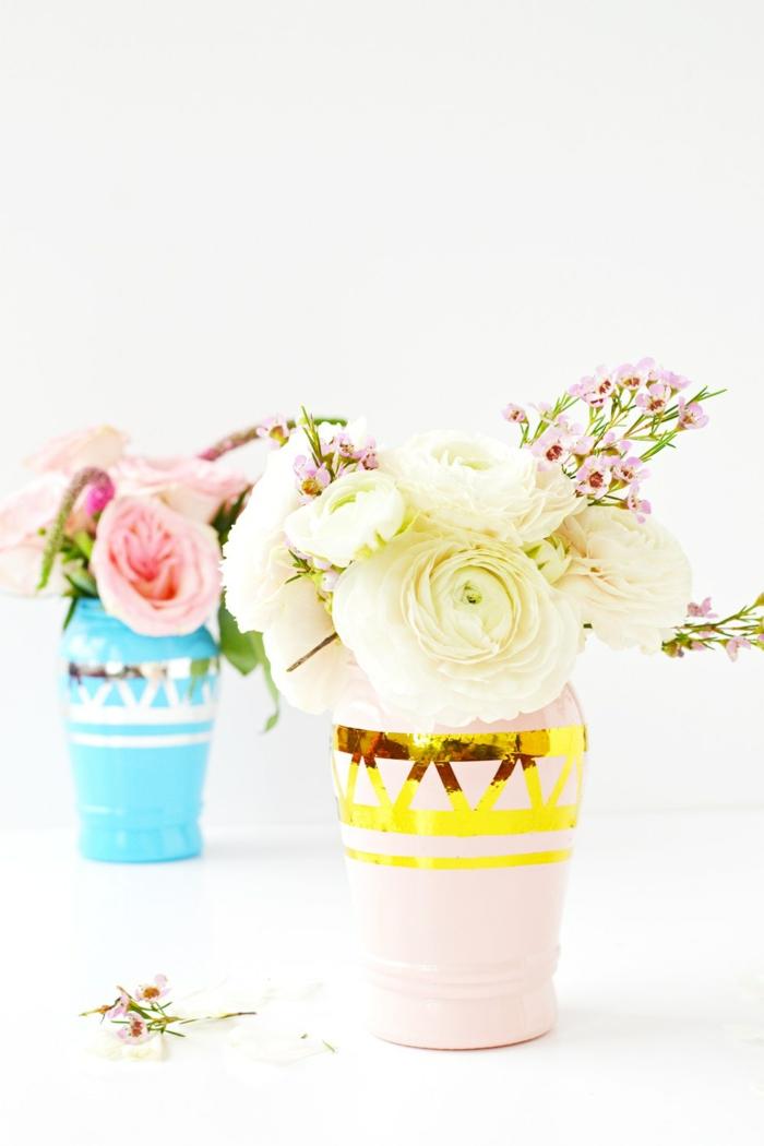 manualidades con reciclaje fáciles y bonitas, jarrones decorativos DIY con detalles relucientes