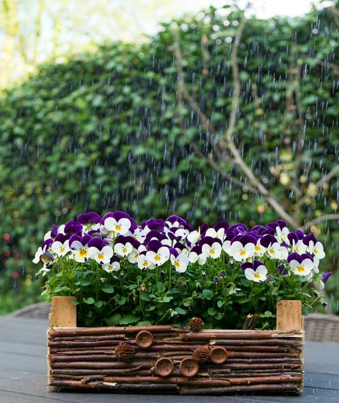 ideas de manualidades faciles y rapidas para el jardín, maceta decorativa hecha de caja de fruta