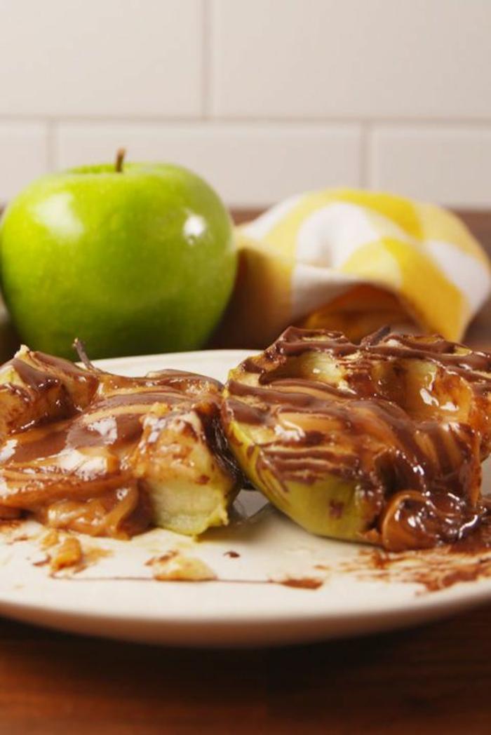 manzanas verdes con crema de chocolate, ideas de meriendas sanas y nutritivas, fotos de postres ricos con frutas