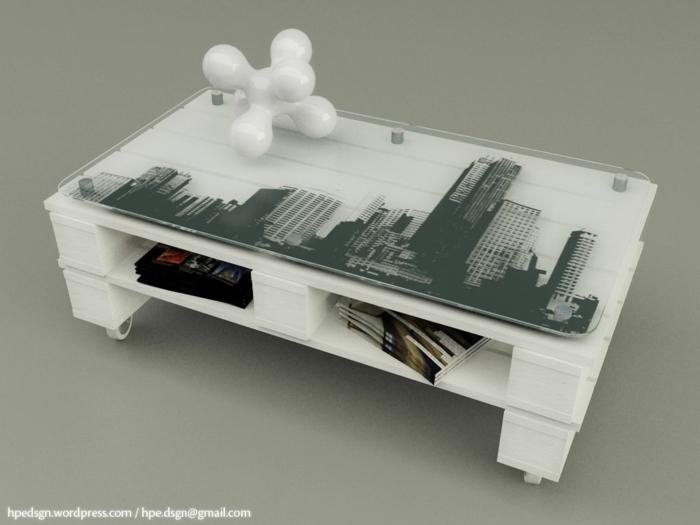 mesa hecha de dos palets pintados en blanco con vidrio con una imagen de edificios y con ruedas, mesas de palets