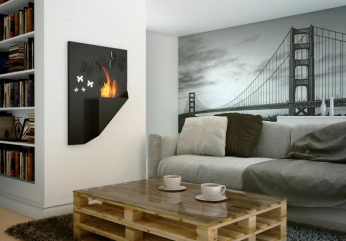 mesa de palets con vidrio encima en el salón decorado con foto tapete con puente de Nueva York