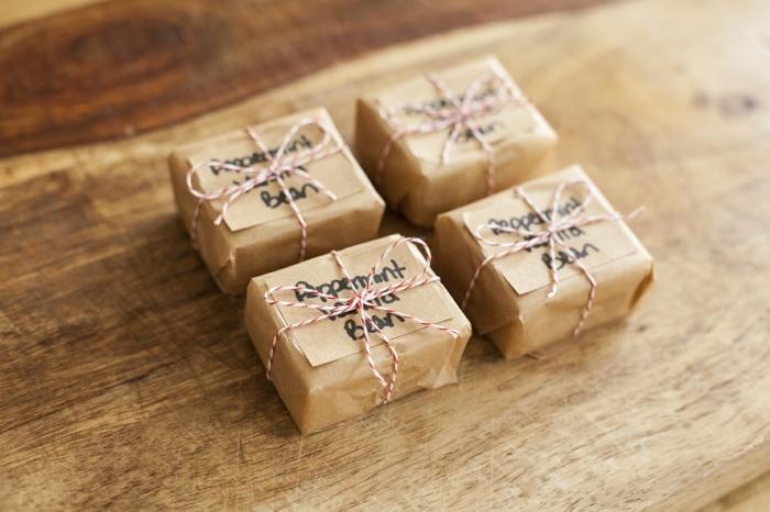 pequeños regalos para tu gente querida, como hacer jabones artesanales con base de glicerina paso a paso