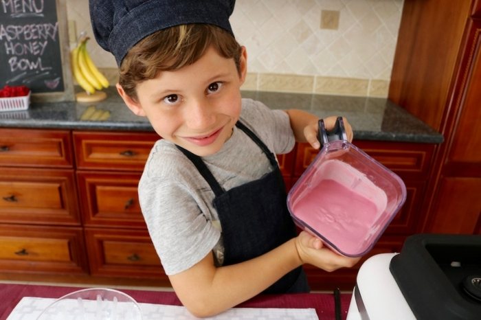 desayunos faciles y rapidos para pequeños y adultos, batido de plátanos y frambuesas paso a paso