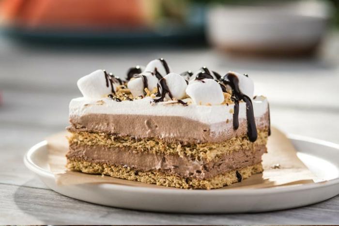 tarta si hornear con crema mousse de chocolate y nata y glaseado de chocolate,postres faciles y rapidos sin hornopostres faciles sin horno