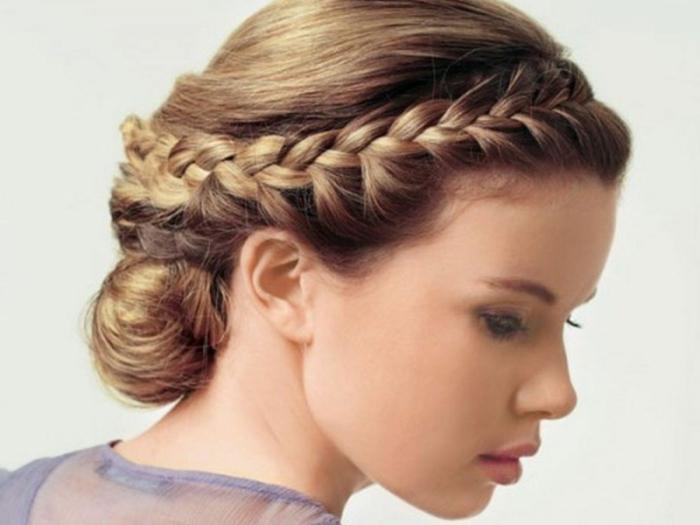 recogido romántico con trenzas de raiz laterales, peinados fáciles, rápidos y originales