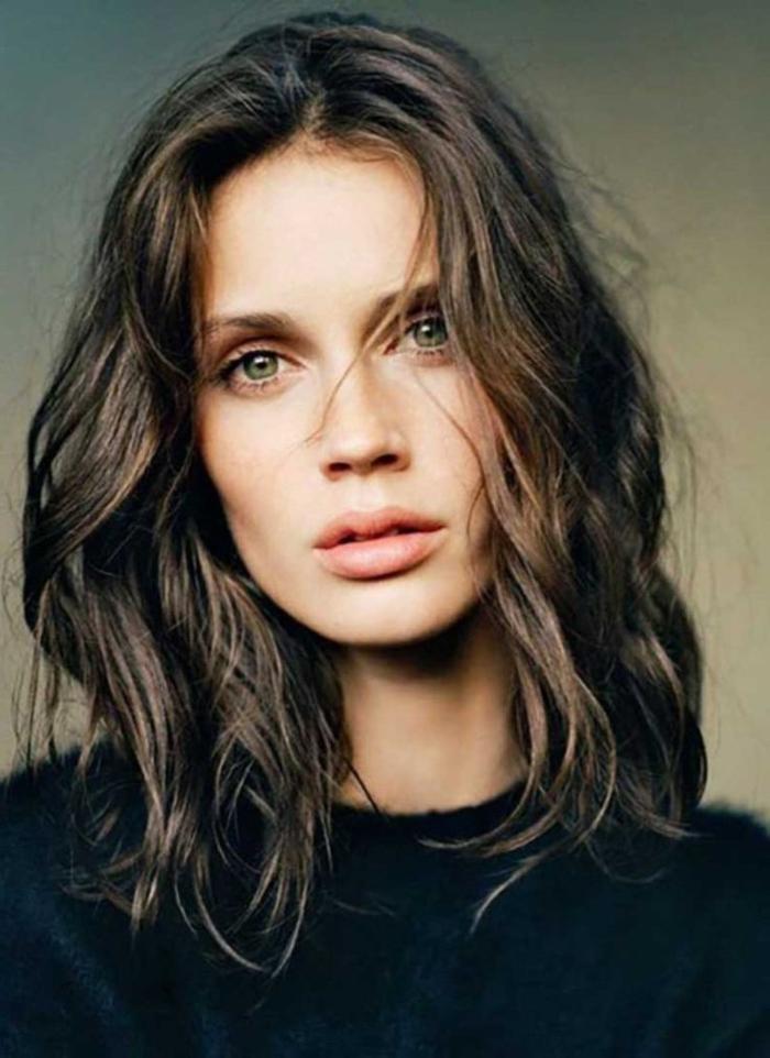 ejemplos de cortes de pelo en tendencia, cortes de pelo mujer 2018 media melena, cabellera ondulada color avellana