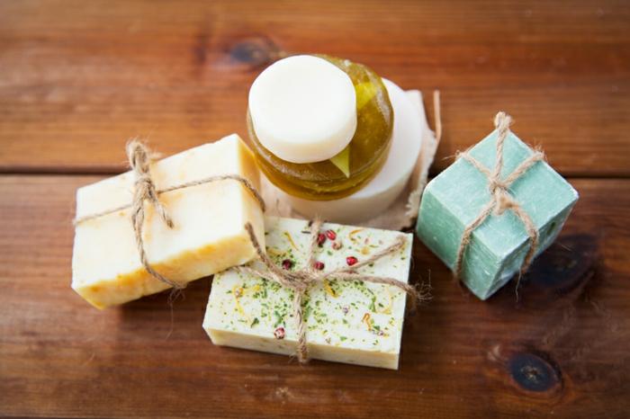como hacer jabones artesanales a base de leche de cabra, glicerina o manteca de karité recetas fáciles