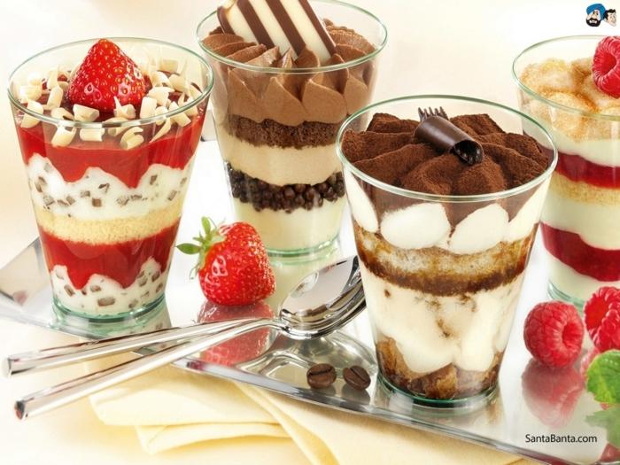 recetas de postres faciles y rapidos, diferentes ideas de postre en vasos, tiramisú, nata con fresas y chocolate