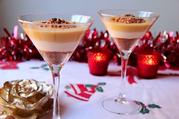vasos de champan con galletas molidas, cremas de turrón y nata, postres faciles y rapidos sin hornopostres faciles sin horno