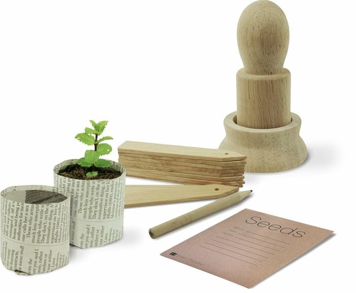 ideas manualidades decoracion, como aprovechar el papel reciclado para hacer pequeñas macetas DIY