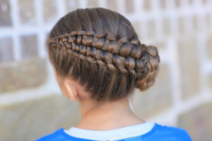 peinados bonitos con trenzas originales, grande trenza vertical, recogidos pelo largo ideas