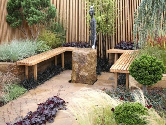 increíble diseño jardín pequeño, bancos de madera, suelo de baldosas en beige y vegetación baja