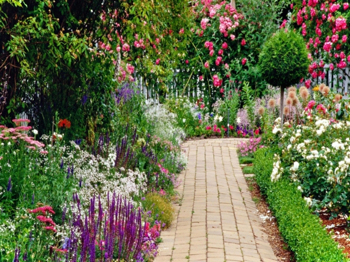 preciosas ideas para jardines pequeños, arbustos decorativos, rosales, cómo maximizar el espacio en un jardín