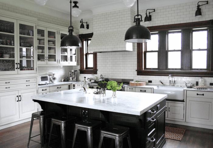 foto de cocina con isla en marrón con encimera en blanco y con lámparas de media esfera
