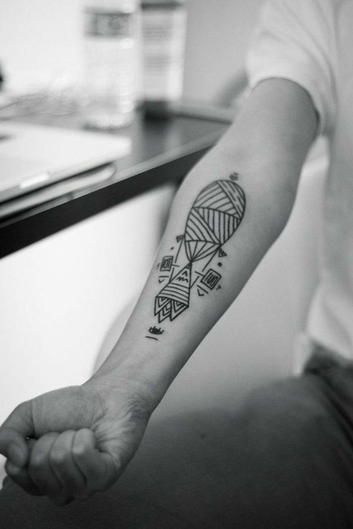 diseños de tatuajes de lineas geometricas, dibujo de paracaídas en el antebrazo, diseño original