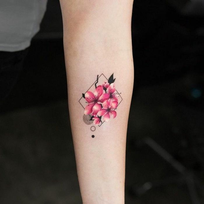 precioso tatuajes geometrico con flores, tatuajes geométricos con flores, diseños con flores