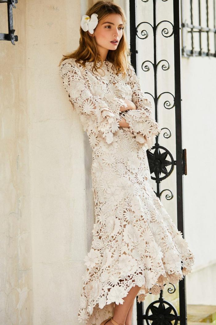 vestidos de novia ibicencos de encaje, precioso vestido en color marfil con mangas acampanadas