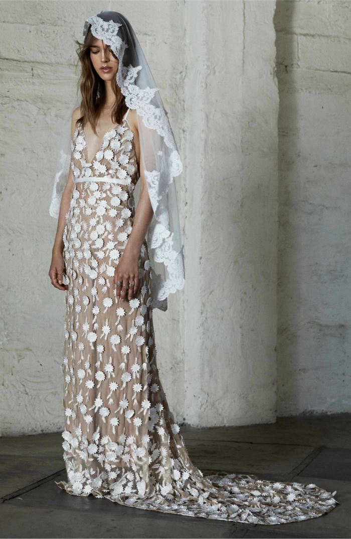 vestido de novia largo en beige y blanco con estampados de flores, vestidos de novia ibicencos