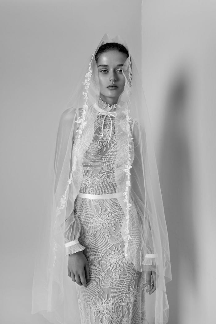 precioso vestido de tul y seda, vestidos de novia ibicencos para una boha en estilo boho chic