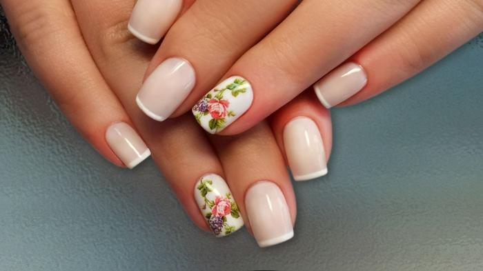 uñas francesas decoradas con motivos florales, manicura francesa clásica con elementos decorativos