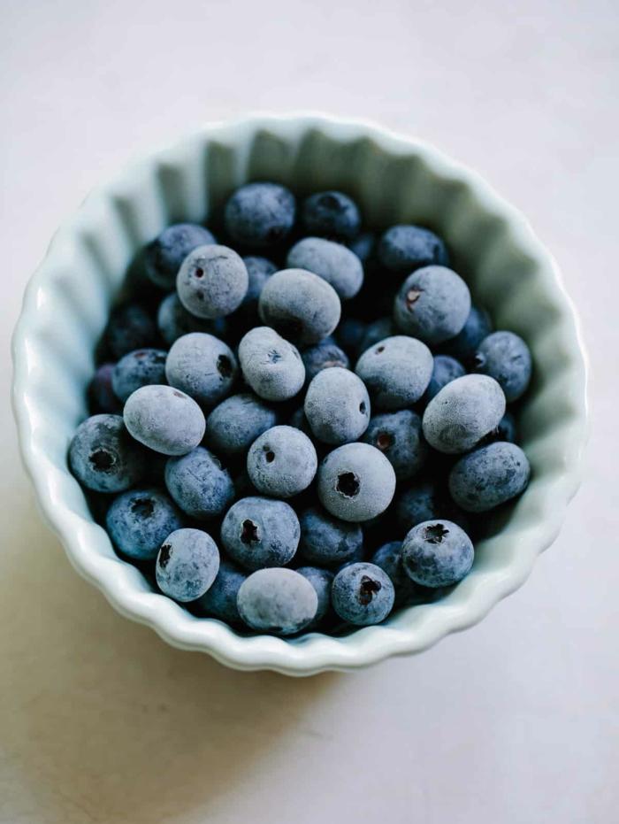 ideas sobre que comer hoy, arándanos congelados para añadir a una ensalada de frutas, comidas faciles y sanas
