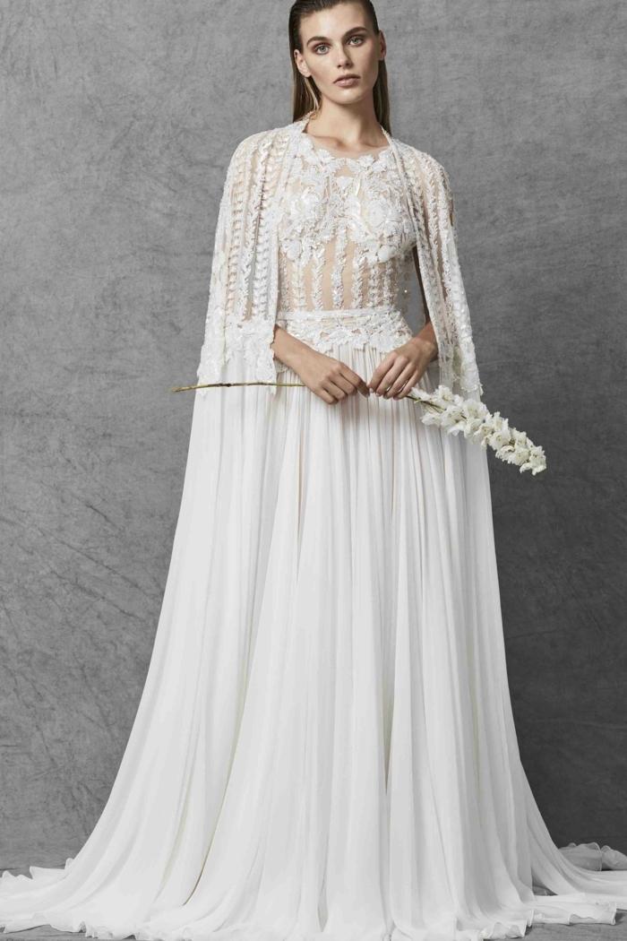 vestido de novia largo en color blanco roto con falda en pliegues y parte superior de encaje, ideas de vestidos de novia ibicencos