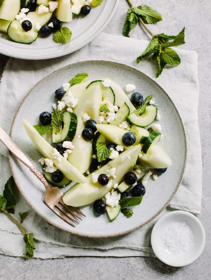 ensaladas de frutas bajas en calorías, ideas de comidas faciles y sanas, propuesta de melón y arándanos
