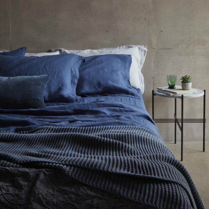 consejos sobre como decorar una habitacion, preciosa combinación de azules con ocre