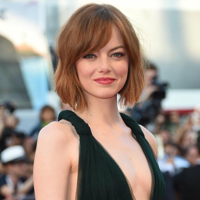 peinados con flequillo Emma Stone preciosa con su corte de media melena con flequillo ladeado