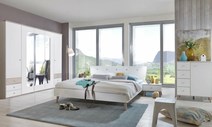 como decorar una habitacion en colores claros, precioso diseño en blanco y gris con grandes ventanales