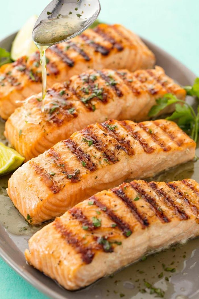 salmón a la parilla con salsa de miel y ajo, propuestas sobre comidas fáciles y sanas con recetas paso a paso