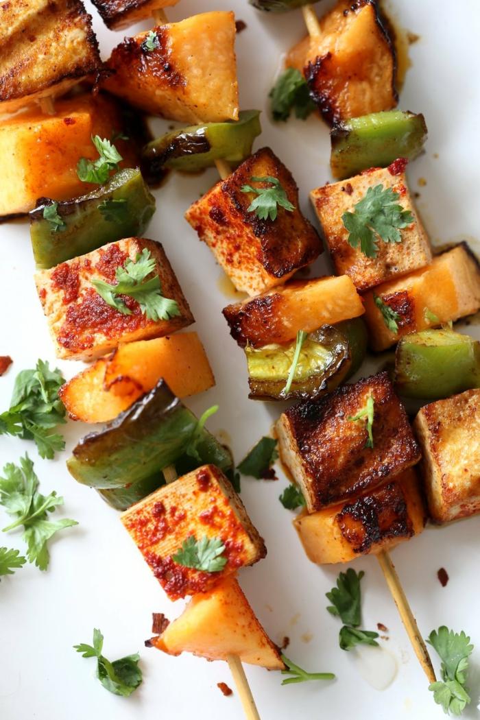 pinchos veganos de tofu, pimienta verde y melon, comidas fáciles y sanas super originales con las recetas