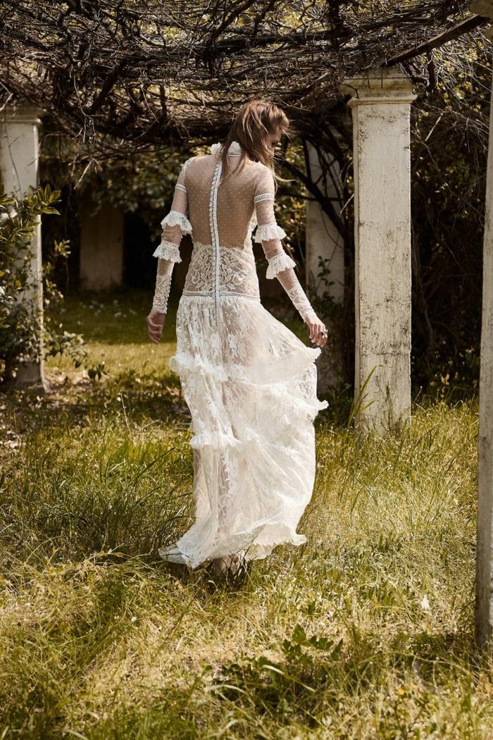 últimas tendencias en la moda ibicenca para novias, precioso vestido de encaje con tul