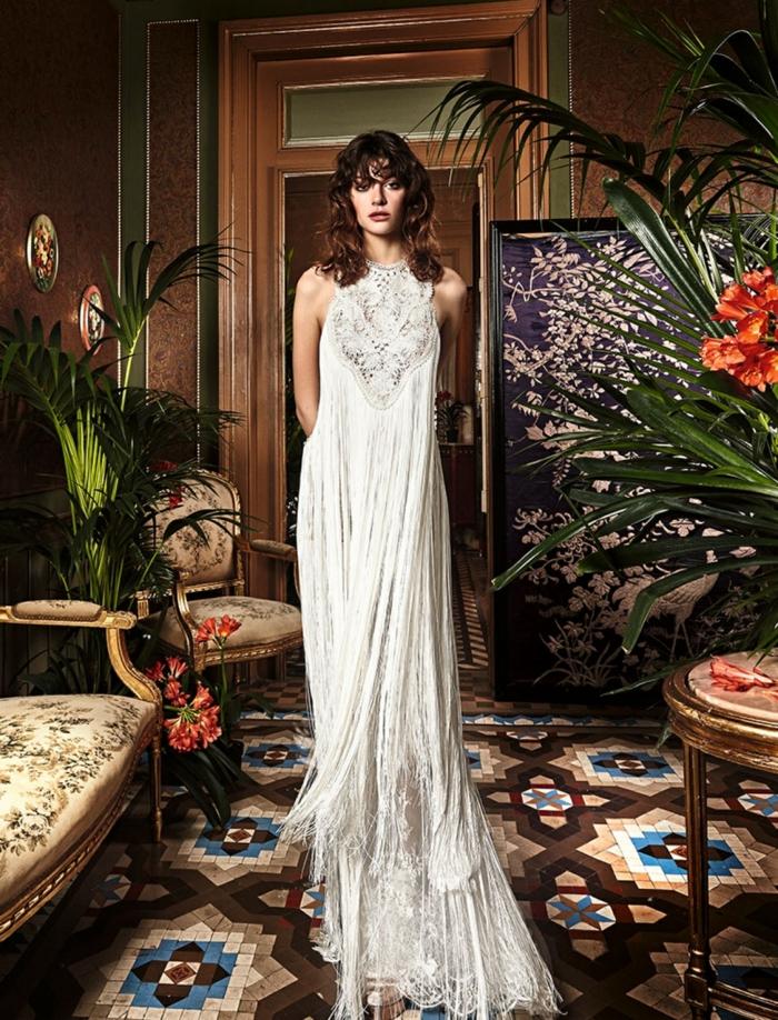 largo vestido en color champán, moda ibicenca en los vestidos de novia 2018, diseño extravagante