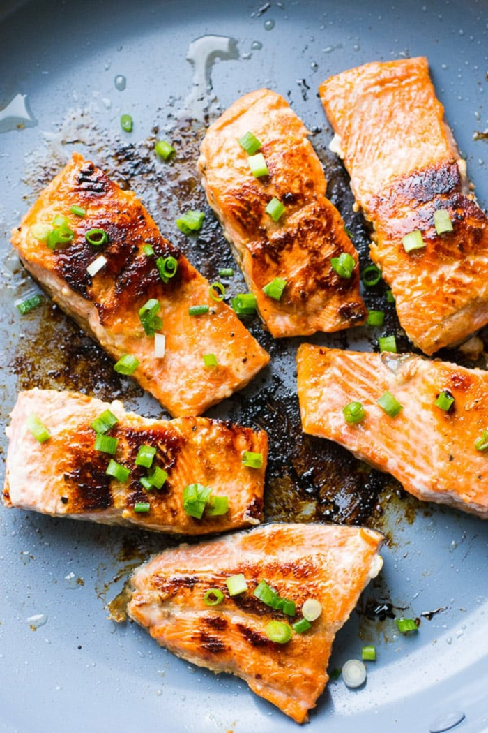 salmón a la plancha con miel y cebollín, ideas de recetas faciles para cenas paso a paso