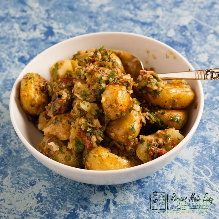 cenas rapidas y faciles nutritivas y saludables, patatas cocidas con ajo y cebollín, ideas ricas