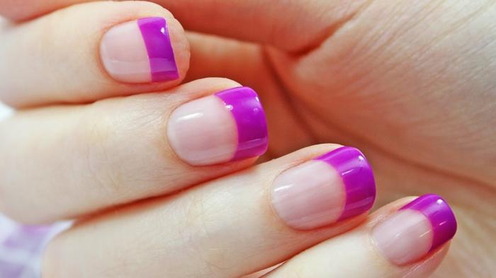 diseños de uñas de gel francesas para el verano, uñas cuadradas ovaladas con puntas gruesas en morado
