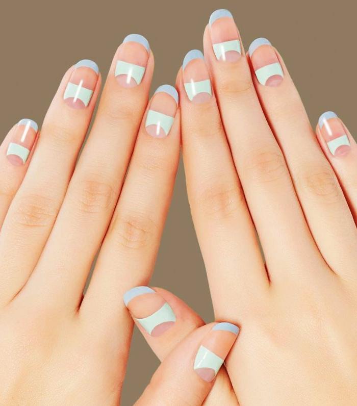 diseños de uñas de gel decoradas modernas con detalles geométricos, elementos en azul y verde menta