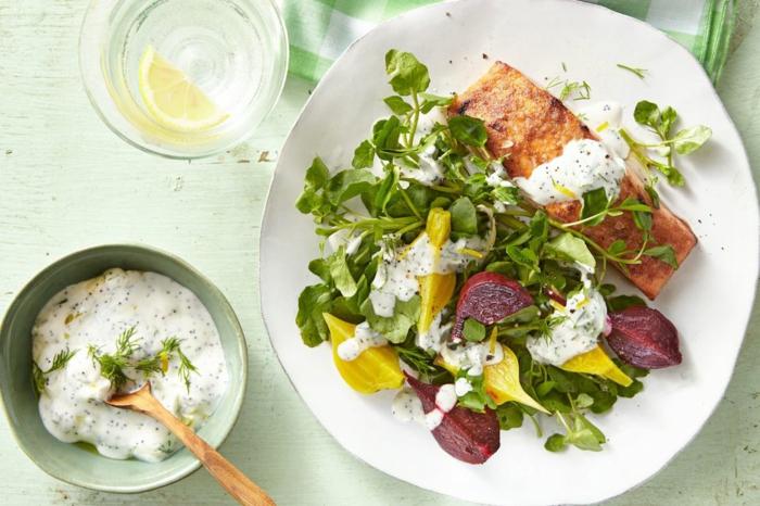 salmón al horno con ensalada verde y salsa de yogur, recetas faciles y rapidas para comer