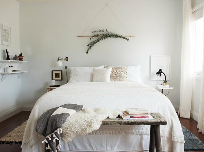 decoracion dormitorios en blanco y colores claros, habitación en estilo bohemio moderno