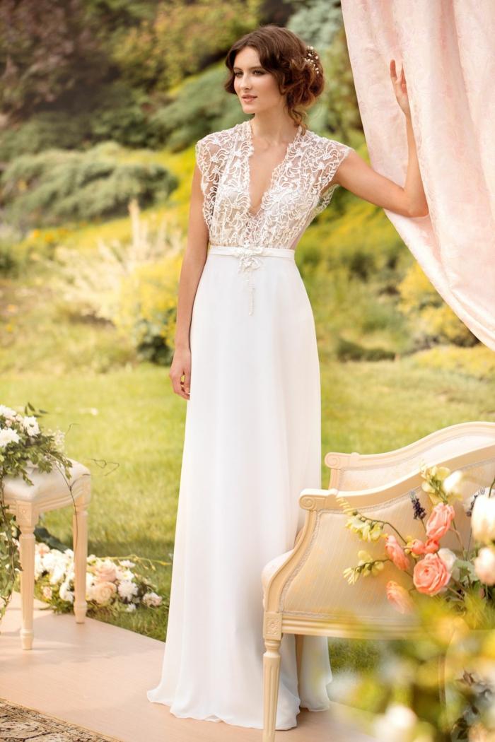 precioso vestido novia ibicenco de corte recto con talle alta y parte superior de encaje