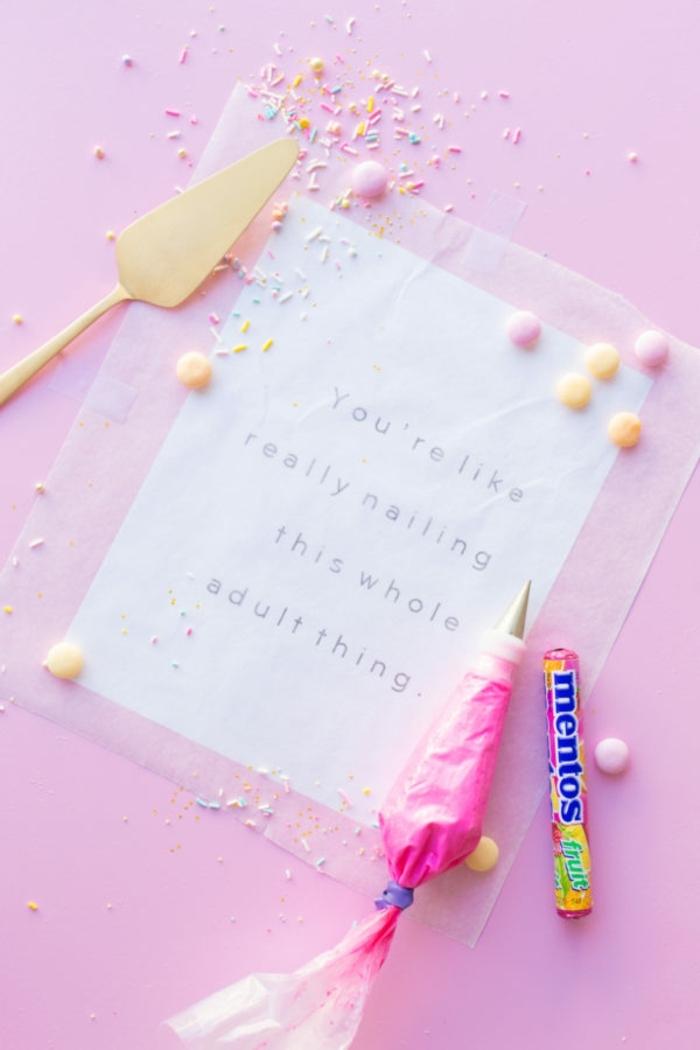 como escribir un colorido mensaje con glaseado, tartas de cumpleaños y regalos originales para amigas