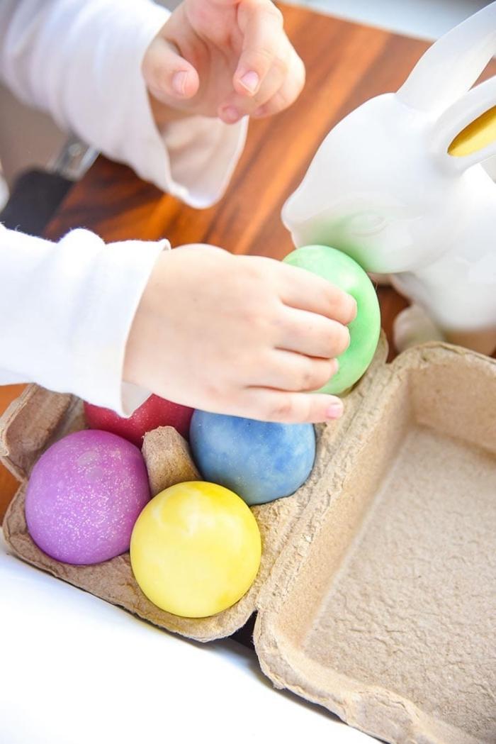manualidades con slime, huevos de pascua en colores pastel, ideas sobre como hacer slime sin borax