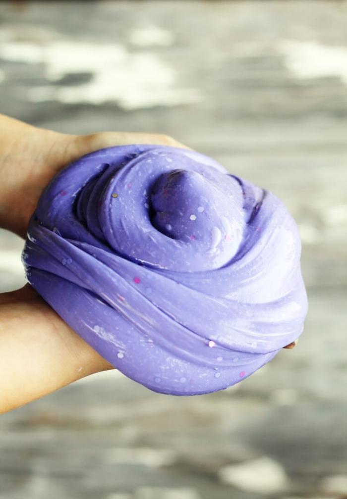ideas sobre como hacer slime sin borax, recets fáciles con tutoriales paso a paso, slime en color lila
