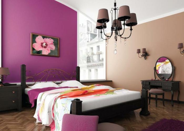 como pintar una habitacion en morado y color beige con araña de luces, cuadro de una flor en rosa