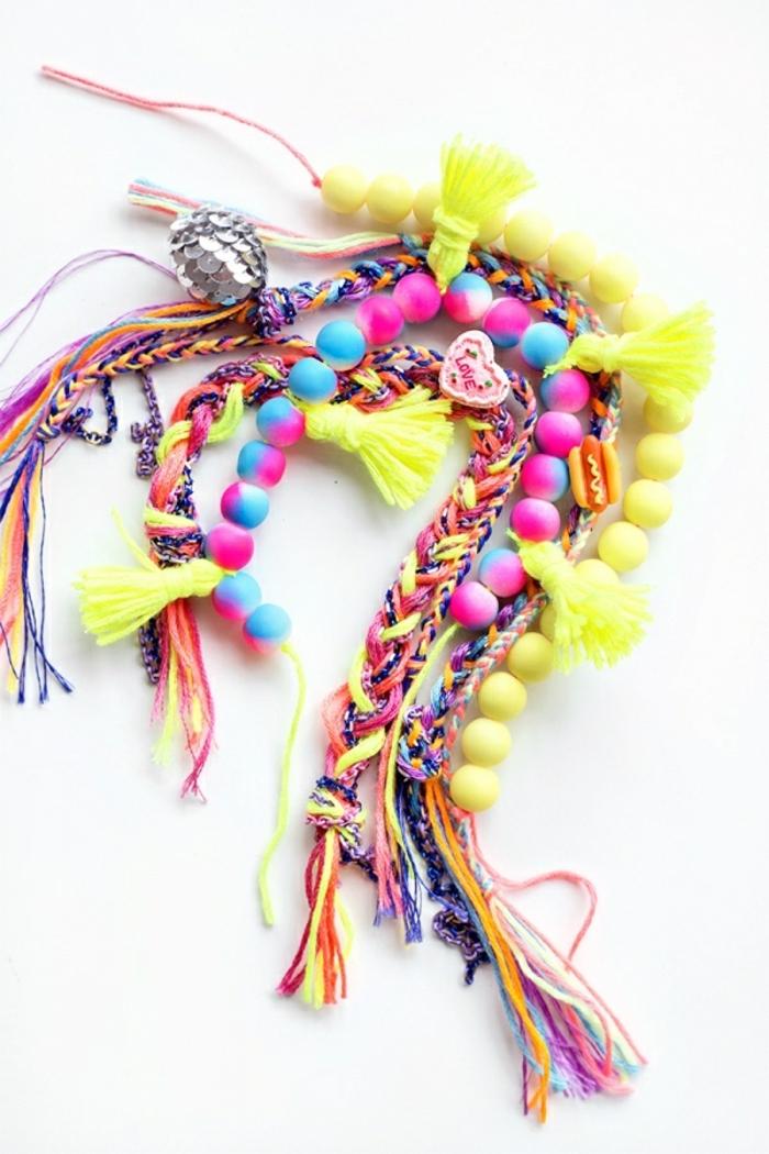 bonitas ideas que regalar a una amiga, pulseras coloridas en colores neon hechas a mano
