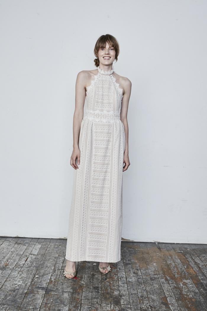 moda ibicenca 2018, vestido color champán de encaje, corte recto sin mangas, falda con talla alta