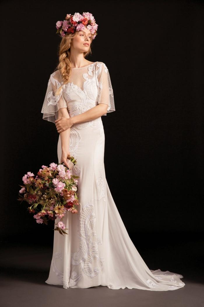 vestido largo de encaje y tul, vestido novia ibicenco en color blanco, pelo recogido en una trenza lateral con corona de flores