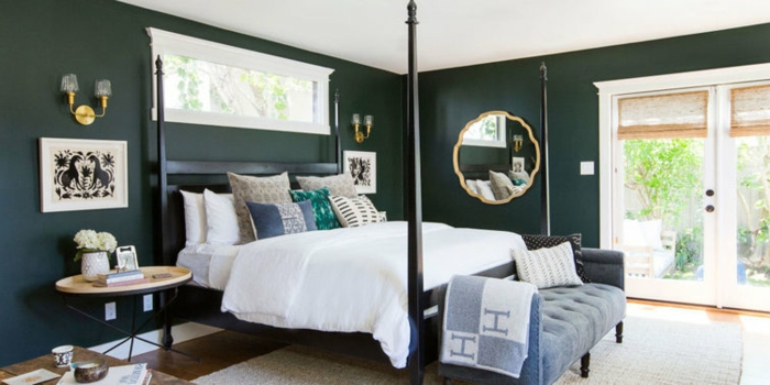 decoracion de dormitorios con paredes en color verde oscuro con ventanas grandes que te llevan a la terraza